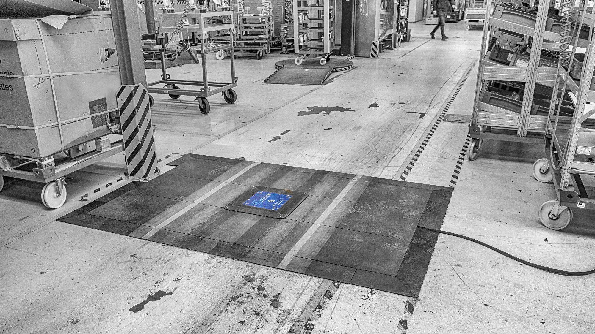 powertiles floor ground induktiv charging - forklifts - ladesystem - charging system