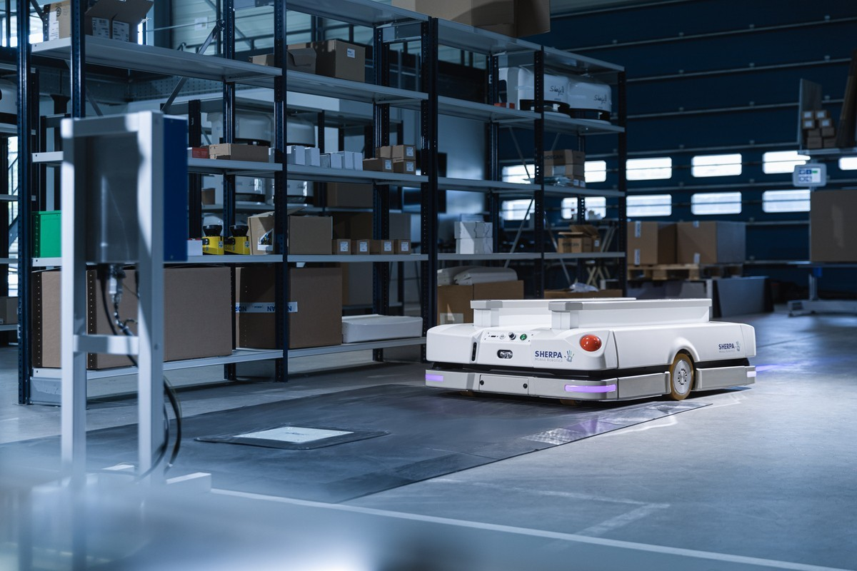 SHERPA agv wireless charging wiferion - induktives laden fts